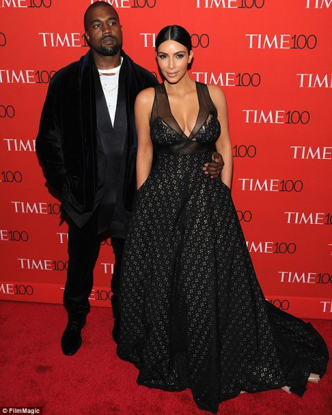 Kim Kardashian Takes thePlunge in Stunning Black Dress