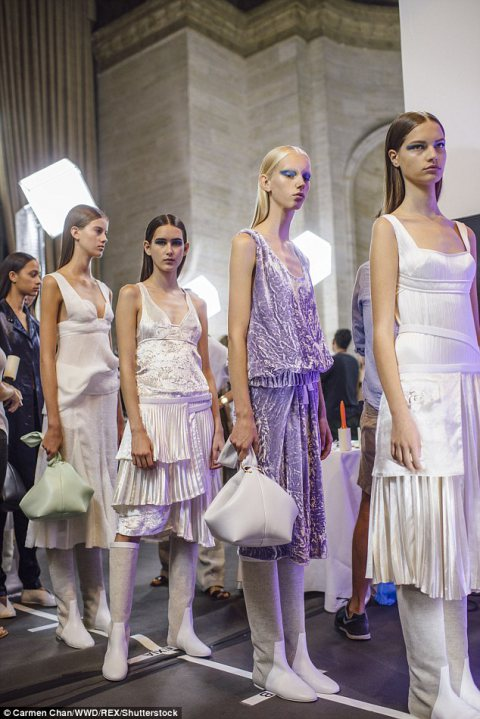 Victoria Beckham's Spring 2017 Ready-to-Wear Show