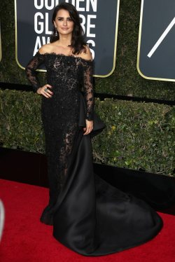 Stars shine on the Golden Globes red carpet