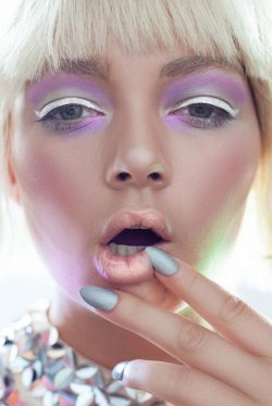 The Holographic Nail Trend