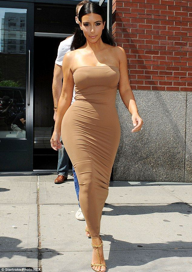 Kim Kardashian loves nude in 2014