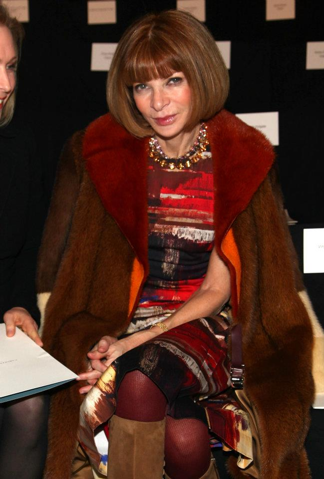 anna wintour in maroon