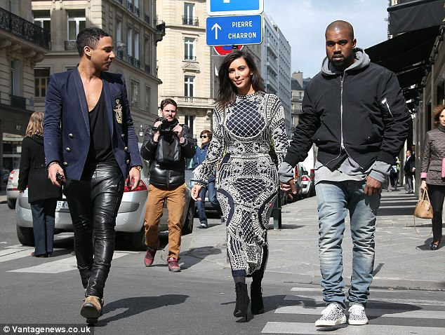 kim kardashion shopping in paris