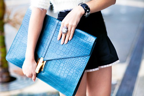 Fashion Tip of the Day: Oversized Clutch Bags