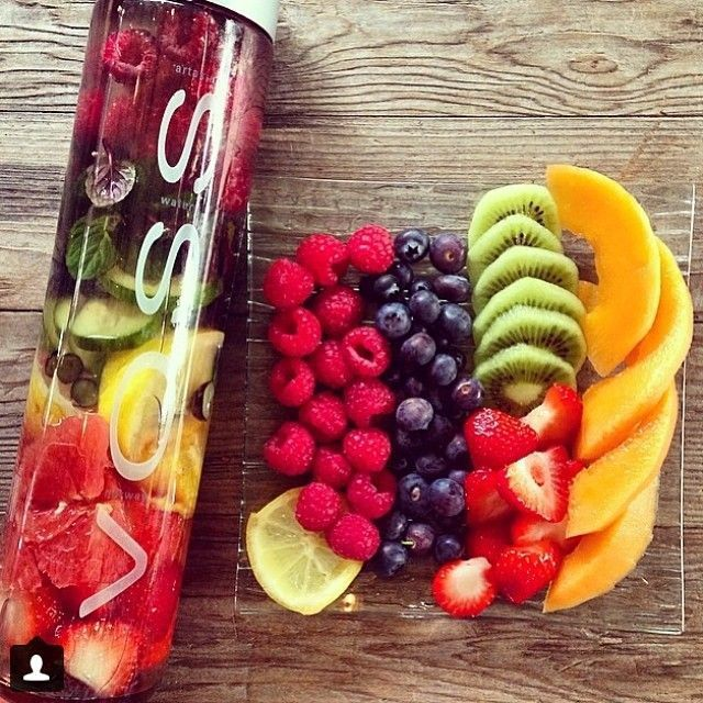 Fruit infused water luxo