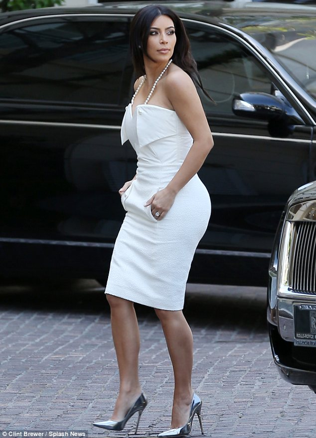 kim kardashion in paris
