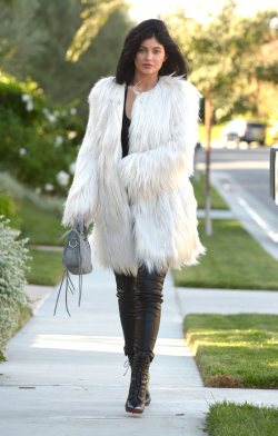 KYLIE JENNER WEARING THE FAUX FUR